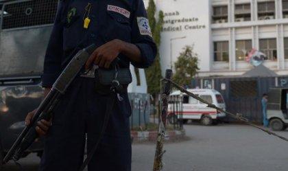 Au Pakistan, la kalachnikov aussi vitale que le scalpel pour des médecins