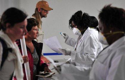 Ebola: le Kenya ferme ses frontières aux voyageurs venant de Guinée, Liberia, Sierra Leone