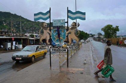 Ebola: la Sierra Leone revit après trois jours de confinement