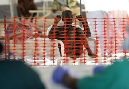 Ebola: les pays touchés et la communauté internationale veulent anéantir le virus