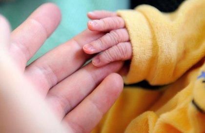 Internet: une vidéo montrant une maman aveugle voyant son bébé devient virale