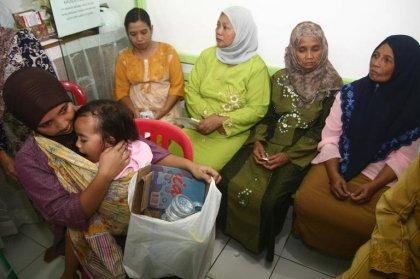 En Indonésie, les pauvres troquent des déchets contre des soins médicaux