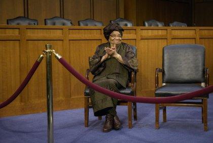 Ebola: Mme Sirleaf remercie les Américains en fin de mission au Liberia