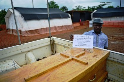 En Sierra Leone, médecins et infirmières se sacrifient pour arrêter Ebola