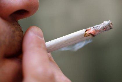 Arrêter de fumer peut enrayer la perte de matière grise