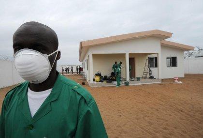 Ebola gagne encore du terrain, la communauté internationale promet d'aider l'Afrique