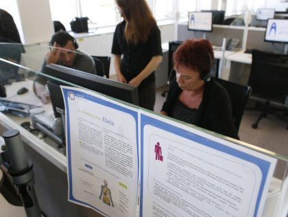 Le centre d'appels Ebola tente de calmer les inquiétudes