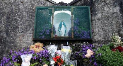 Irlande: appels pour une enquête élargie aux cas d'enfants-cobaye