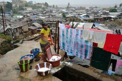 Ebola: la Sierra Leone confine sa population, Paris et Berlin promettent un pont aérien