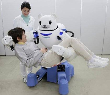 Japon: un ours robot costaud pour déplacer des patients invalides