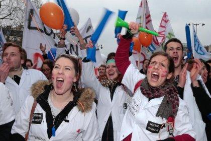 Loi santé: les blouses blanches défilent à Paris, Touraine reste ferme