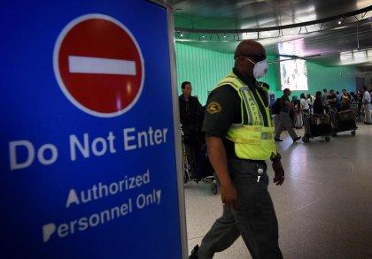 Ebola: l'aide soignante espagnole va mieux, les Etats tentent de prévenir la contagion