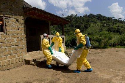 Ebola: le dernier bilan approche les 7.000 morts