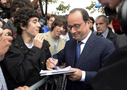 A Angoulême, Hollande s'engage à maintenir le budget du plan autisme