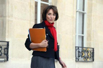 Sécu: Touraine accuse la droite d'avancer des