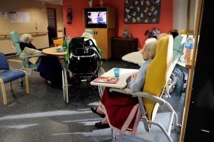 De plus en plus de personnes âgées en établissements, aux 3/4 des femmes