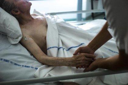 Près de 80% des Français pour un arrêt des soins pour un proche en coma prolongé
