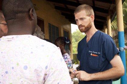 Ebola: le médecin américain traité aux Etats-Unis dit aller de mieux en mieux