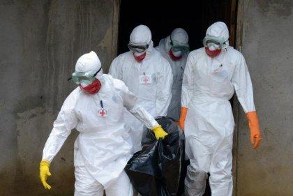 Ebola: le plan de bataille de l'OMS attendu, l'Europe accroit son aide