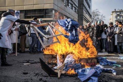 Hollande tente de rassurer les médecins appelés à une nouvelle grève