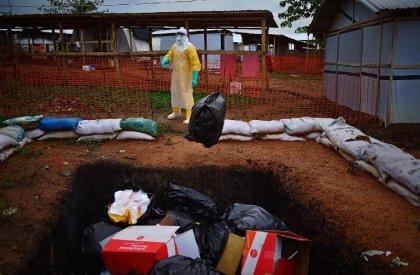 Ebola: la Sierra Leone se dit