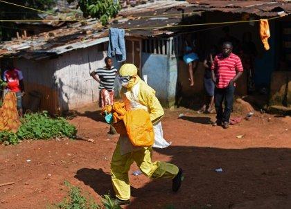 Ebola en Sierra Leone: fin du confinement du Nord, nouveaux foyers dans l'Est
