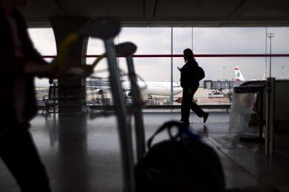 Ebola: l'inspection des passagers aériens pourrait être revue