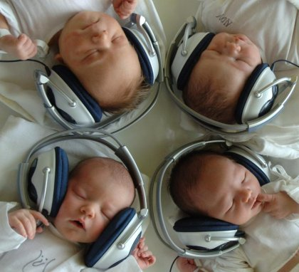 Vers une limitation des décibels des casques et des concerts?