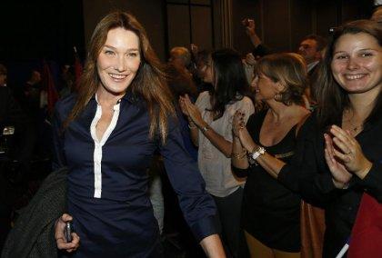 Carla Bruni réalise la version française du nouveau