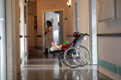 Audio-prothèses ou fauteuils roulants: la double-peine des assurés