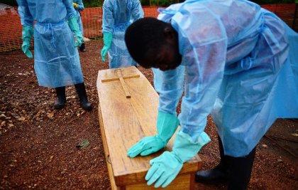 Ebola : l'épidémie se développe plus vite que les moyens mis en oeuvre pour y faire face
