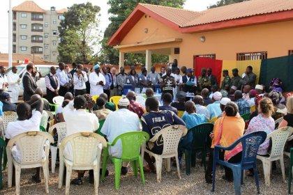 Ebola: un vaccin administré à une cinquantaine de volontaires en Guinée