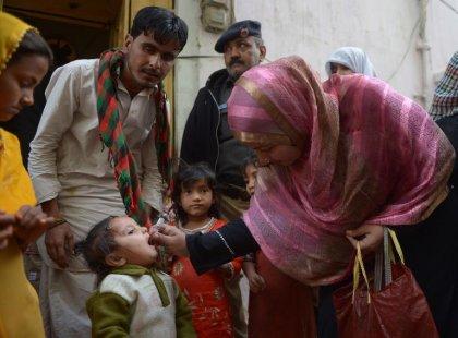 Pakistan: un policier protégeant des vaccinateurs anti-polio abattu à Karachi