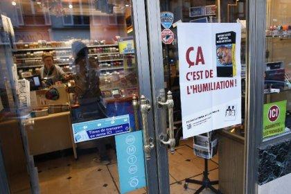 Les buralistes en guerre contre le paquet de cigarettes neutre