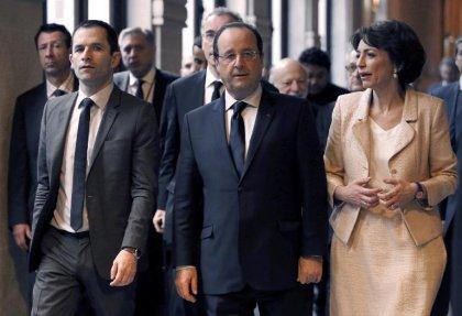 Hollande promet un budget de la recherche