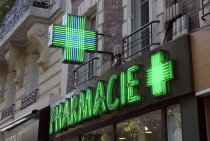 Automédication: baisse limitée en 2014 en France