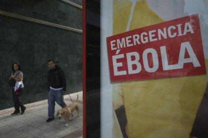 Ebola: l'épidémie dépasse les 4.000 morts, la peur s'étend dans le monde