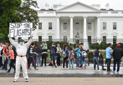 Ebola: l'Europe vérifie l'efficacité des contrôles, la psychose gagne du terrain