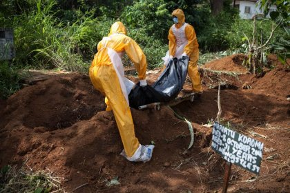 Ebola: plus de 4.000 morts, les Etats tentent de prévenir la contagion