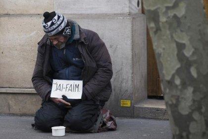 Un précaire sur deux ne mange pas à sa faim en France
