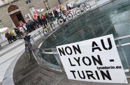 LGV Lyon-Turin: Valls défend un projet