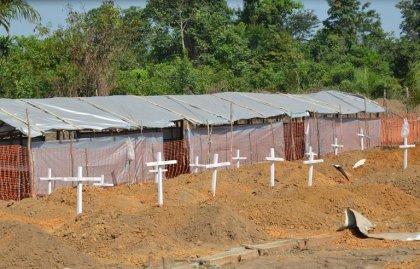 Ebola: les funérailles, vecteur persistant du virus en Sierra Leone et en Guinée