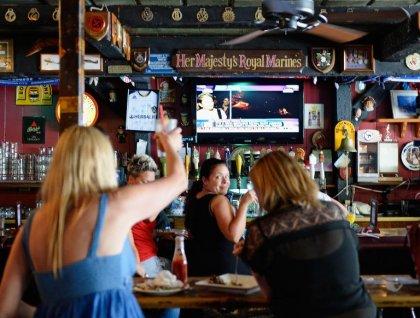 GB: les Britanniques boivent moins d'alcool et vont moins au pub