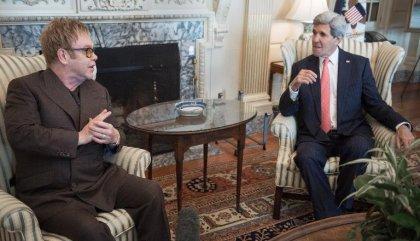 Elton John s'allie à l'administration Obama pour lutter contre le Sida