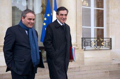 Amiante: plainte à la CJR contre Fillon et Bertrand pour mise en danger d'autrui