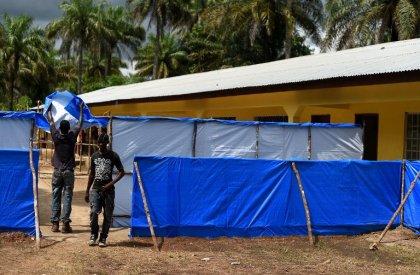 Sierra Leone: sans ambulance ni fossoyeurs, les villages s'organisent contre Ebola