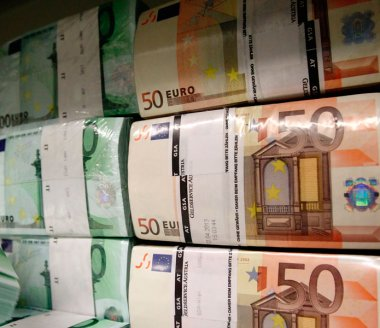 Devises: l'euro amplifie sa remontée face au dollar