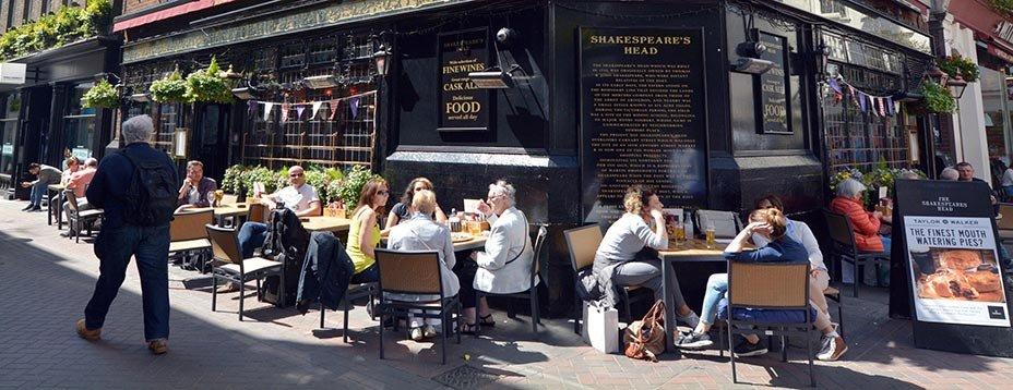 Appelé tabernae sous l'Empire romain, puis ale house au Moyen Âge, le pub est inséparable de l'histoire ) de la Grande-Bretagne. Pour prendre le pouls de cette institution britannique, direction Londres avec trois adresses typiquement british : The Cat and Mutton, The Morgan Arms et The Drapers Arms.