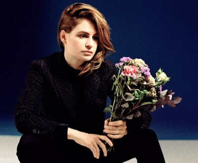 Christine and the Queens : un nouveau clip tout bleu