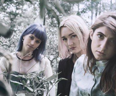 """Little May : les Australiennes sortent leur premier album """"For The Company"""""""